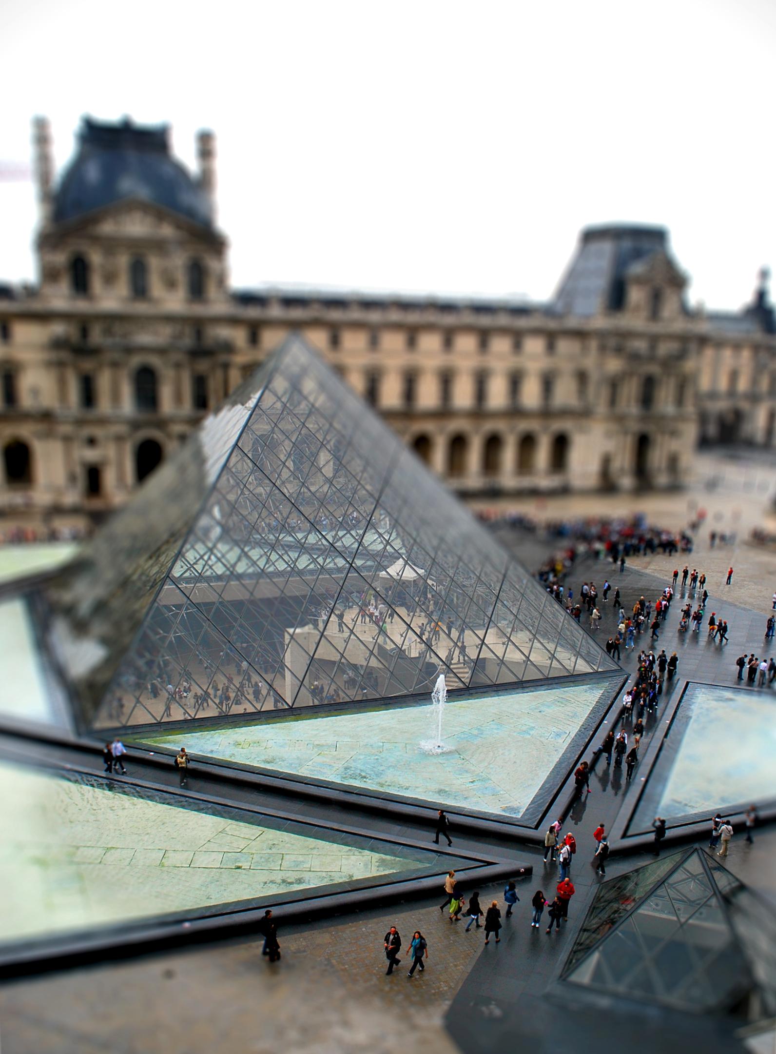 France - Matt Rothenberg - Louvre Museum, Tilt Shift - 2011