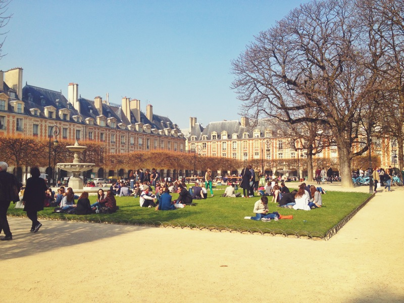 Place des Vosges in the sunshine!