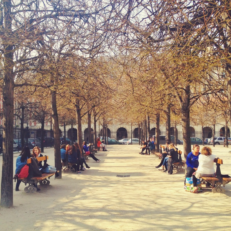 Afternoon coffee break in Place des Vosges