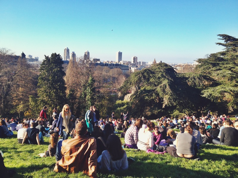 The crowd of people that come to the Parc des Buttes Chaumont to enjoy the great view and even better weather