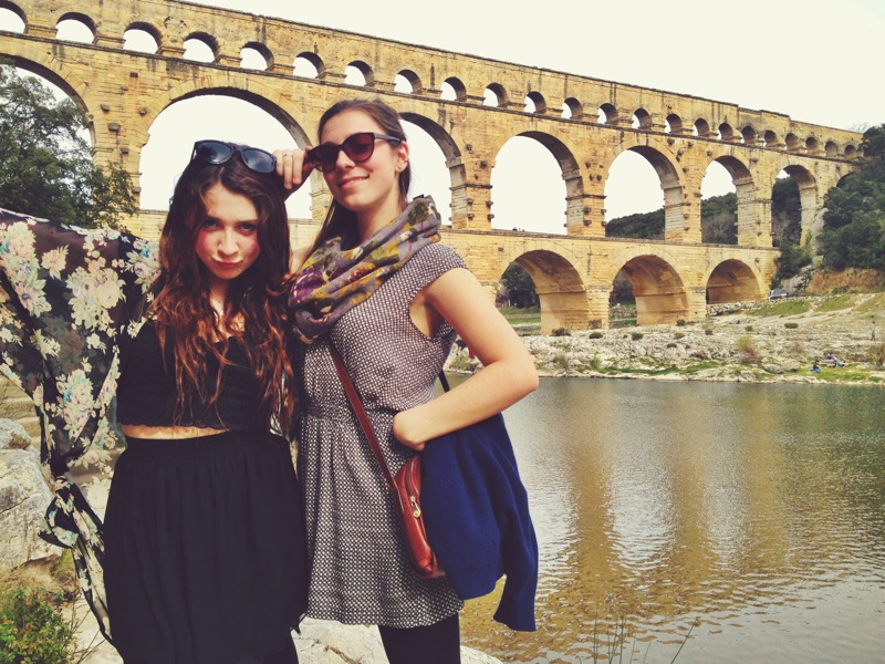 Hanging out on the shorelines along the Pont du Gard